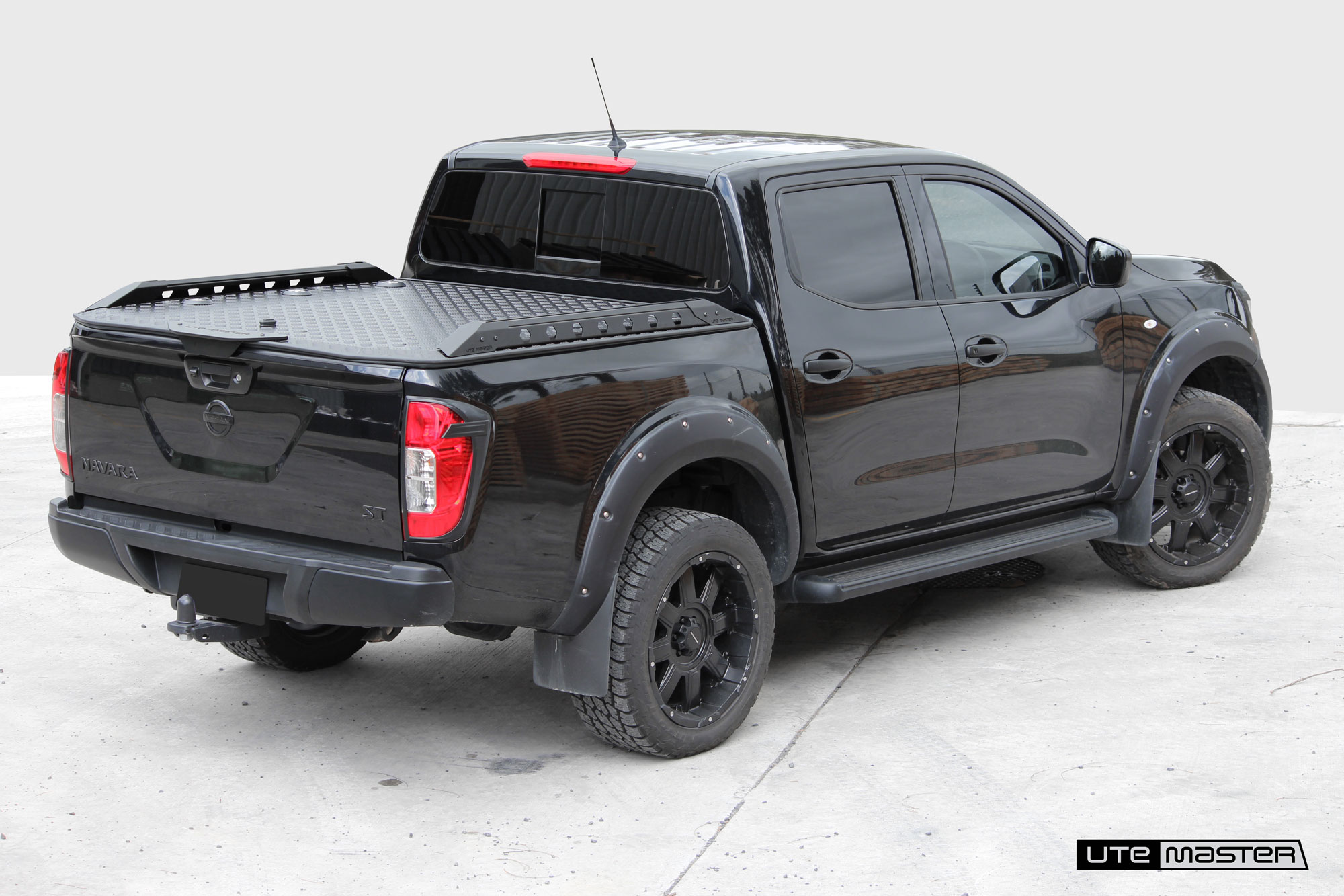 Hard Lid to suit Nissan Navara_4x4_Offroad Adventure Utemaster Load-Lid Roller Shutter and Tonneau Cover Alternative